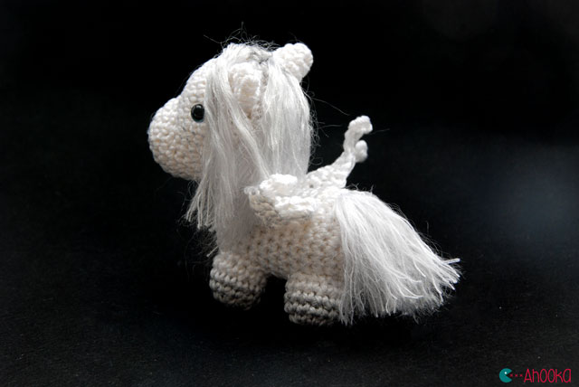 Free Little Crochet Angel Pattern • Oombawka Design Crochet | 428x640
