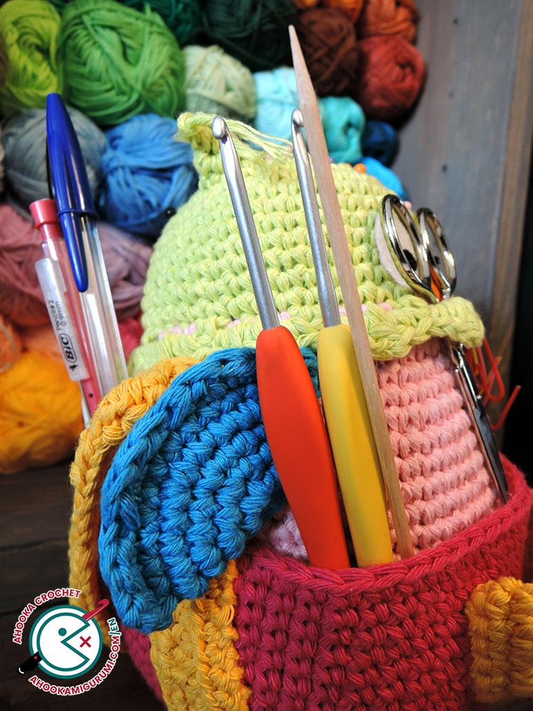 Owlivia range crochet modèle par Ahooka